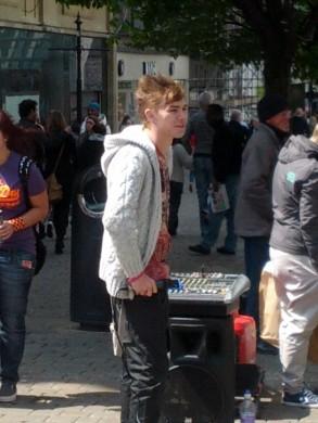 Market Street Singer 2